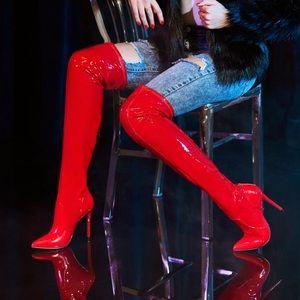 Cute knee high skin tight heels!!